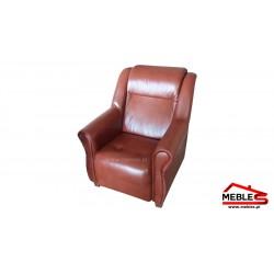 Fotel na wysokich nogach drewnianych IZA